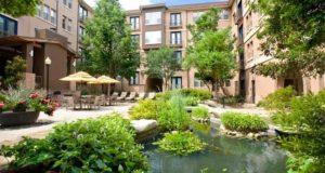 Addison Apartment Homes Lush Courtyard