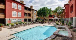 Knox Henderson Apartment Homes pool