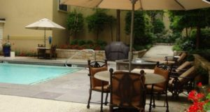 Uptown State Thomas Apartments Lounge Pool