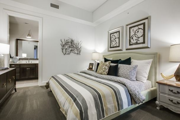 Mckinney Avenue Upscale Home Master Bed