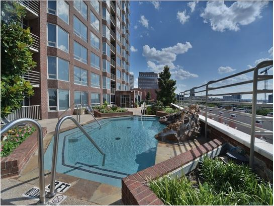 mckinney-avenue-highrise-rooftop-pool